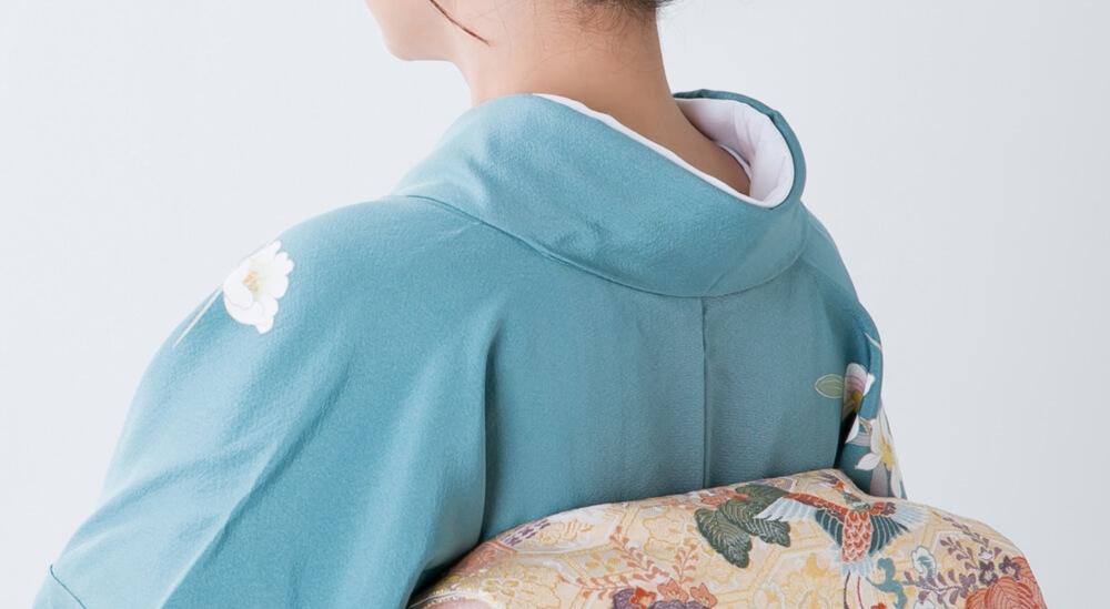 和服を着る女性の襟元の写真